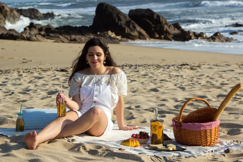 Le Fashionaire Beach Picnic beach picnic blogger inspiration zara overall white love lefties 9355 EN 805x537