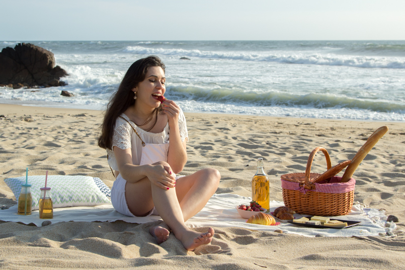 Le Fashionaire Beach Picnic beach picnic blogger inspiration zara overall white love lefties 9421 EN 805x537