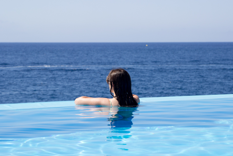 Le Fashionaire Travel Diary: Summer Memories madeira hotel vidamar infinity pool summer time blogger amazing wonderful awesome 4096 EN 805x537