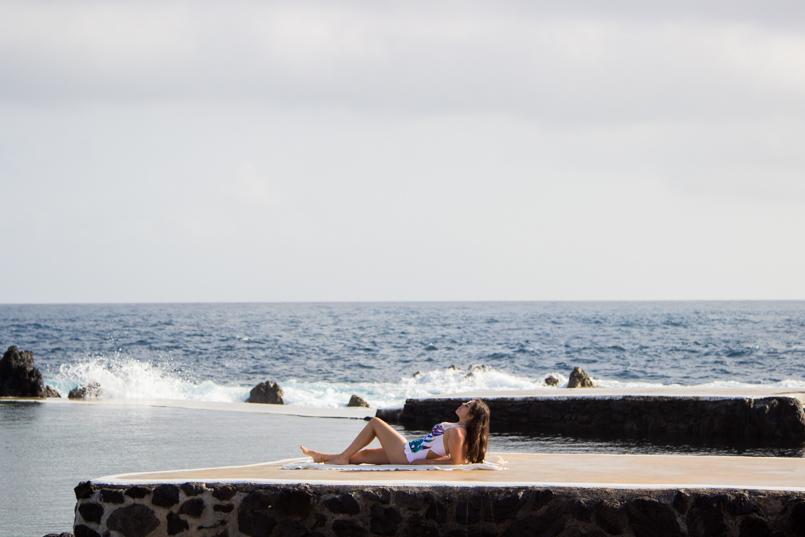 Le Fashionaire Travel Diary: Natural Sea Pool in Porto Moniz madeira porto moniz orchid swimsuit trend natural pool porto moniz blogger blue summer 3472 EN 805x537