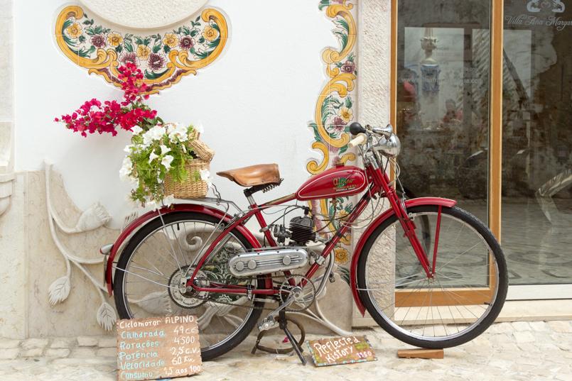 Le Fashionaire Ericeira em postais portugal ericeira blogueira postal bicicleta brunchme porta rua 5667 PT 805x537