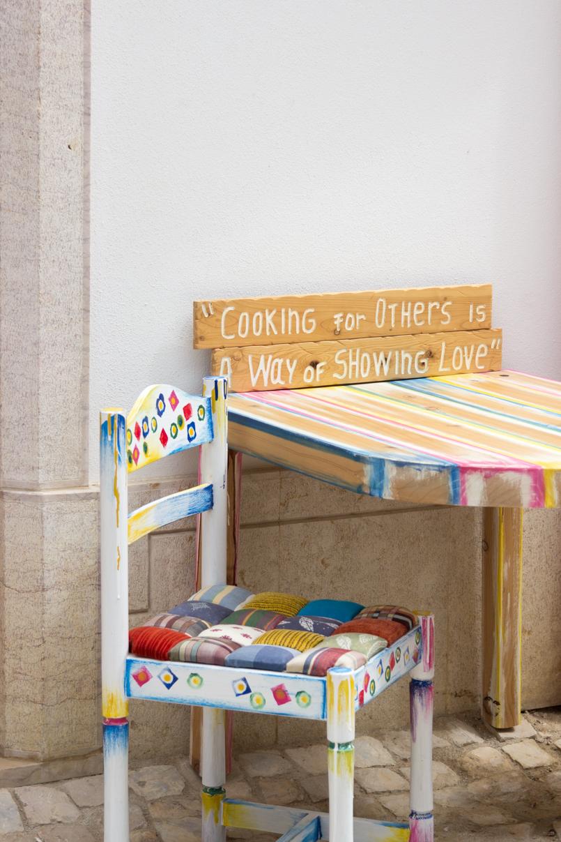 Le Fashionaire Ericeira em postais portugal ericeira blogueira postal cadeira pintada estilo cor rua 5680 PT 805x1207