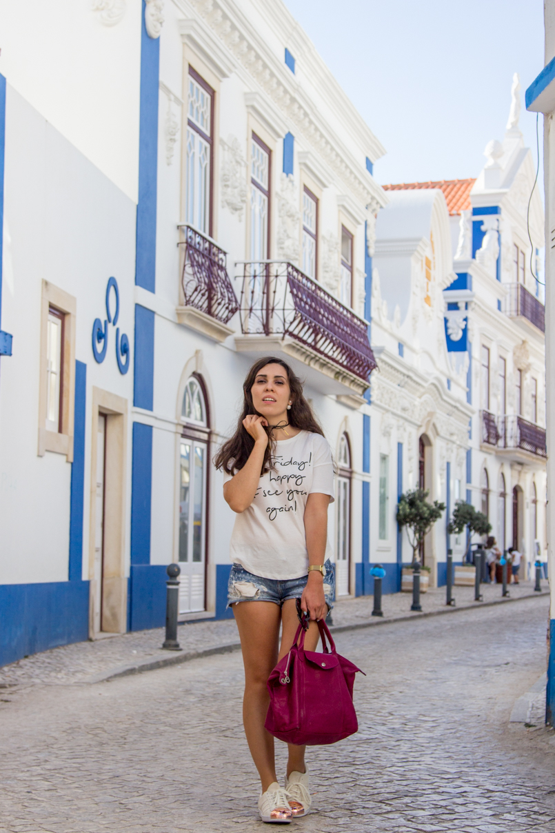 Le Fashionaire Blue shades of Ericeira portugal ericeira surf blogger street beautiful tshirt bershka shorts stradivarius bag longchamp sneakers adidas choker cinco 5193 EN 805x1208