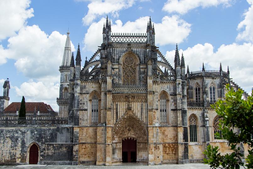 Le Fashionaire Wandering around Batalha Monastery portugal monument batalha monastery 0043 EN 805x537