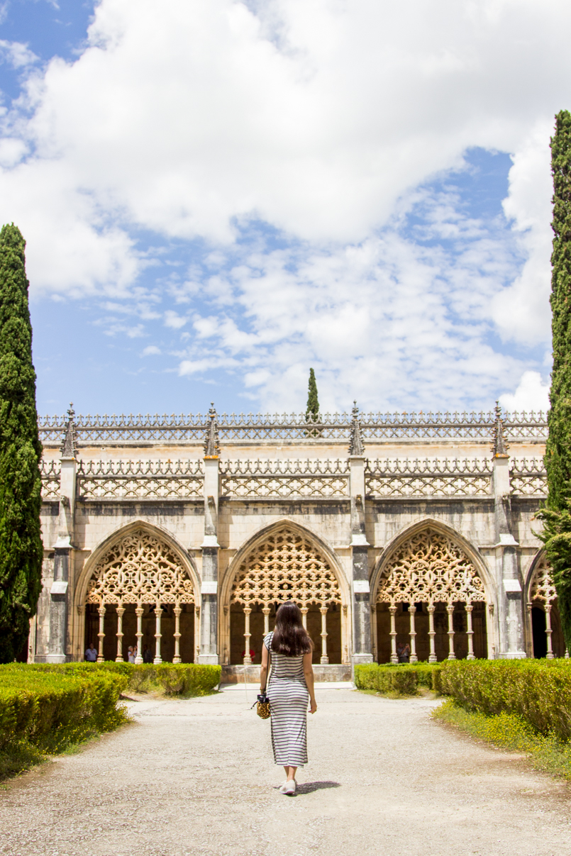 Le Fashionaire Wandering around Batalha Monastery portugal stripes blogger beautiful garden monastery batalha 0127 EN 805x1207