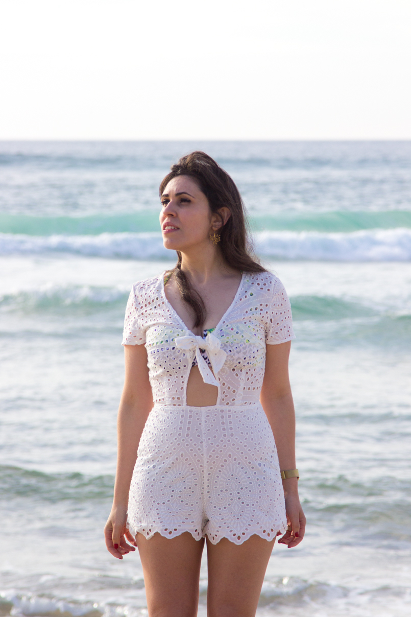 Le Fashionaire White white embroidered romper desert beach inspiring blogger 0447 EN 805x1208