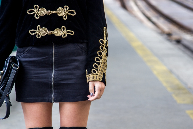 Le Fashionaire São Bento Railway Station black velvet military gold embroidered coat zara black mini skirt zara black gold zara clutch railway station sao bento 8000 EN 805x537