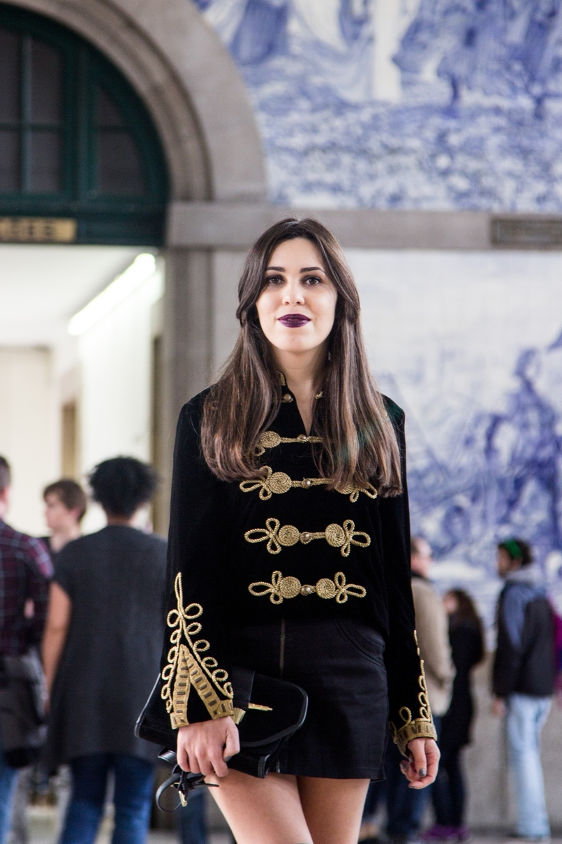 Le Fashionaire São Bento Railway Station black velvet military gold embroidered coat zara black mini skirt zara dark purple lipstick instigator mac railway station sao bento 7932 EN 805x1208