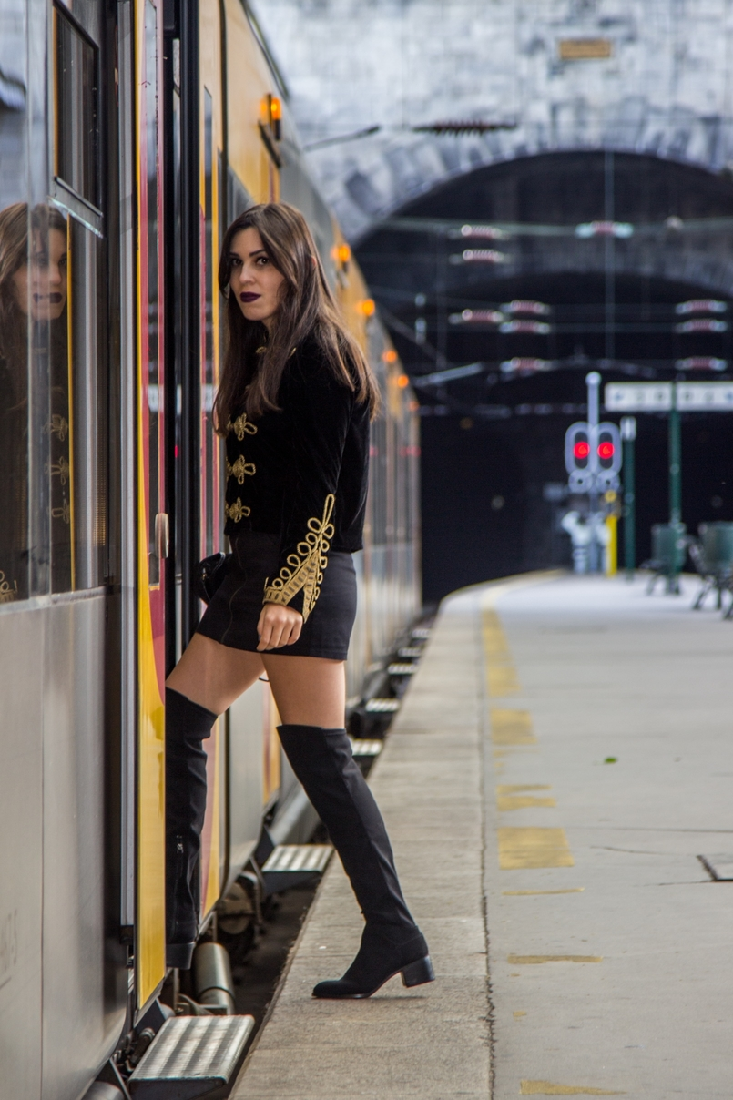 Le Fashionaire São Bento Railway Station black velvet military gold embroidered coat zara black mini skirt zara over knee black boots stradivarius railway station sao bento 7889 EN 805x1208