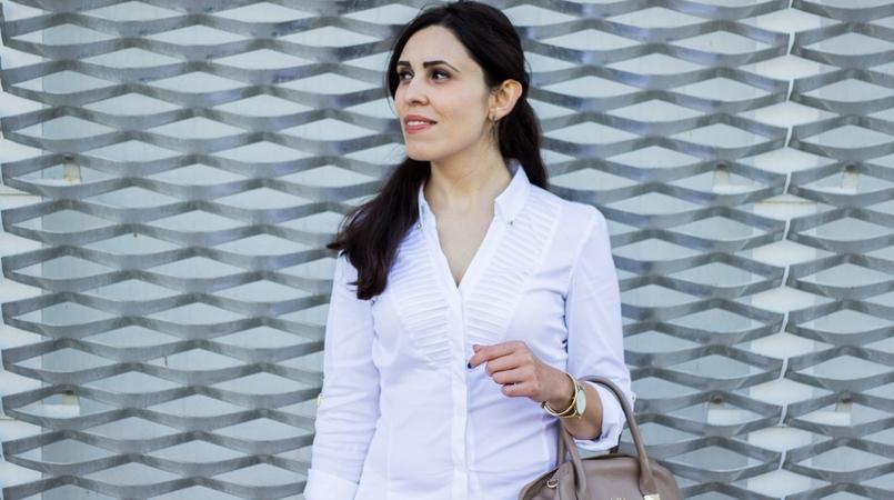 Le Fashionaire Como usar branco no outono camisa branca zara detalhes dourados elegante brincos catarina militao dourados 6762 FEATURED PT 805x450