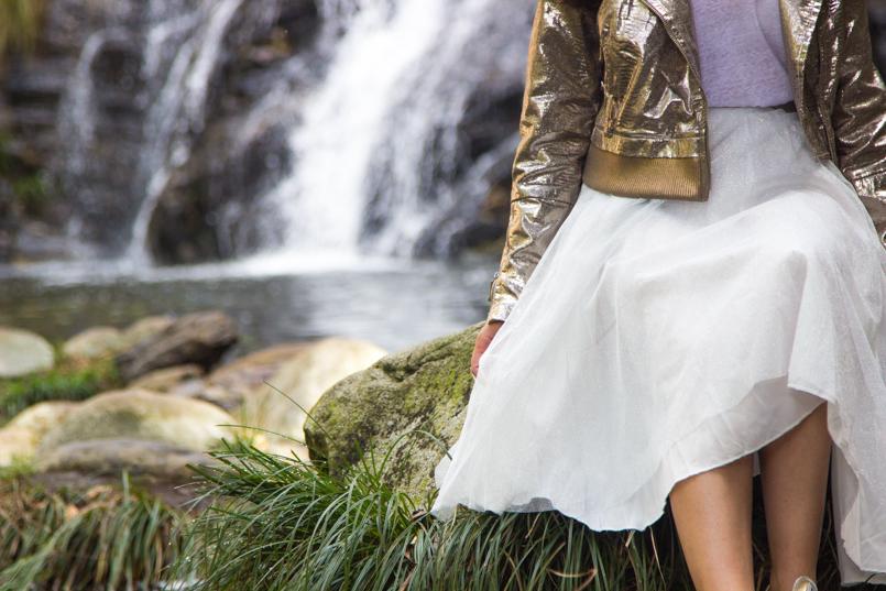 Le Fashionaire A floresta é das fadas cascata pincho casaco blusao metalico prateado top branco liso stradivarius saia branca tule ballet zara brilhante allstars douradas metalicas converse 6507 PT 805x537