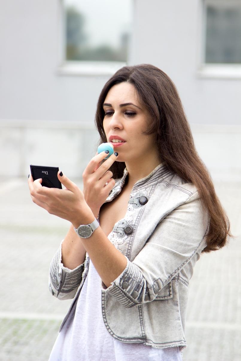 Le Fashionaire Must have: EOS Lip Balm catarine martins blogger fashion eos lip balm military grey white stradivarius jacket 7170 EN 805x1208