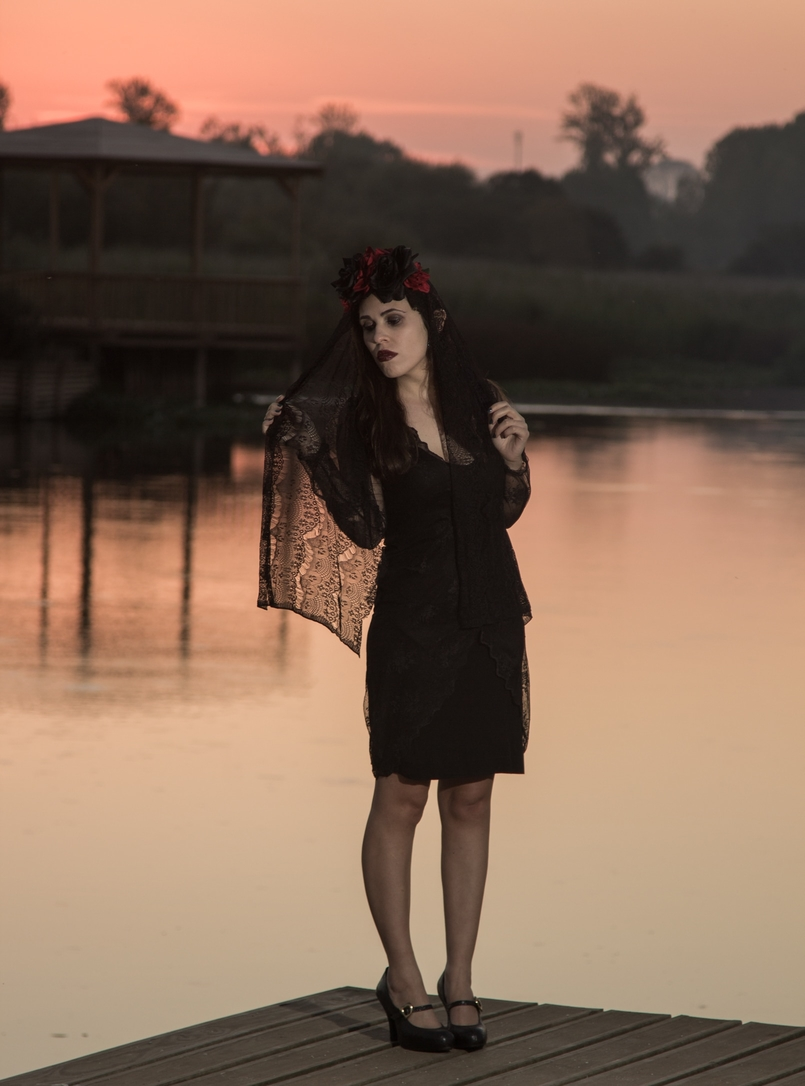 Le Fashionaire I put a spell on you catarine martins blogger lake halloween flower crown black red claires zara lace black dress vivenne westwood melissa shoes 6911 EN 805x1086