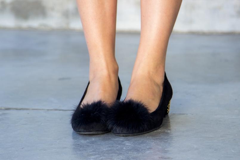 Le Fashionaire Juízo de valor catarine martins blogueira sapatos pretos sola dourada pompom aldo 5938 PT 805x537