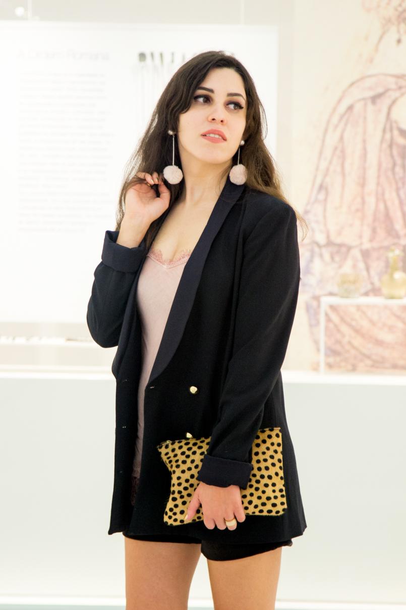 Le Fashionaire Good Girl drugstore museum pom pom earrings pink faux fur mango oversized black blazer gold buttons nails ysl leather leopard clutch sfera 6135 EN 805x1207