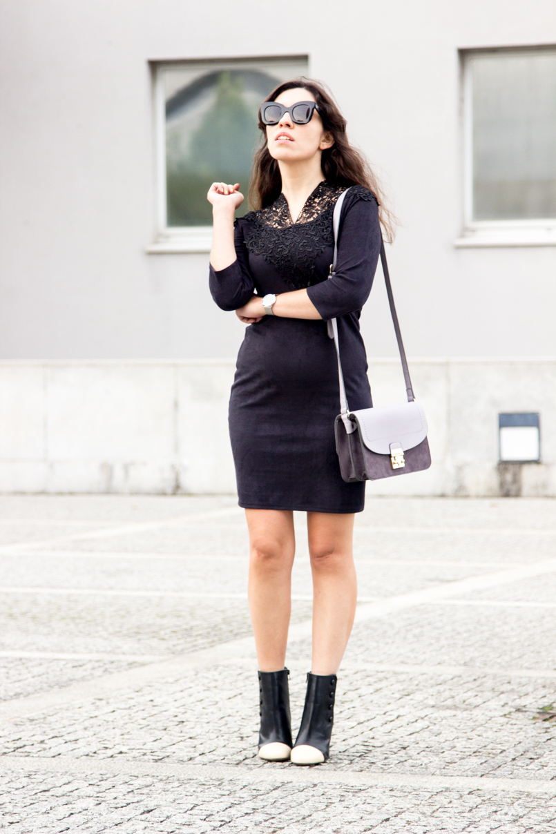 Le Fashionaire Simple as a black dress fashion blogger catarine martins Dress Black Velvet Dress Lace Pencil Booties Zara Black White Bag Parfois Purple Grey 6577 EN 805x1208