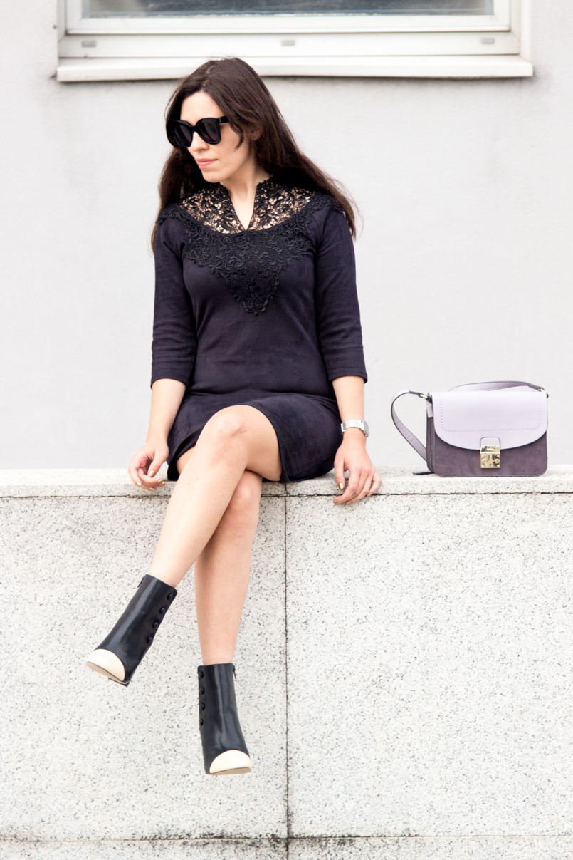Le Fashionaire Simple as a black dress fashion blogger catarine martins Dress Black Velvet Dress Lace Pencil Booties Zara Black White Bag Parfois Purple Grey 6619 EN 805x1207