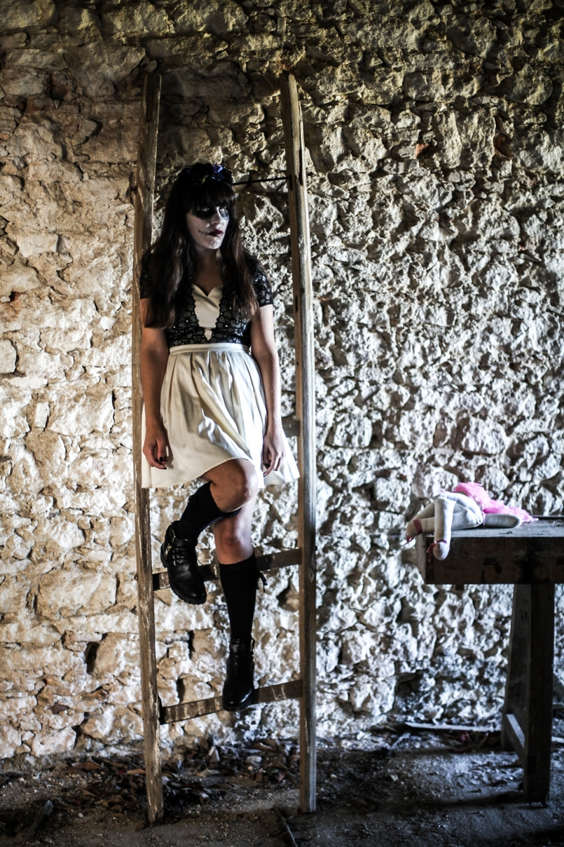 Le Fashionaire Last years Halloween haunted abandoned house paco duques cadaval black white chichi london dress black zara boots 6120 EN 805x1208