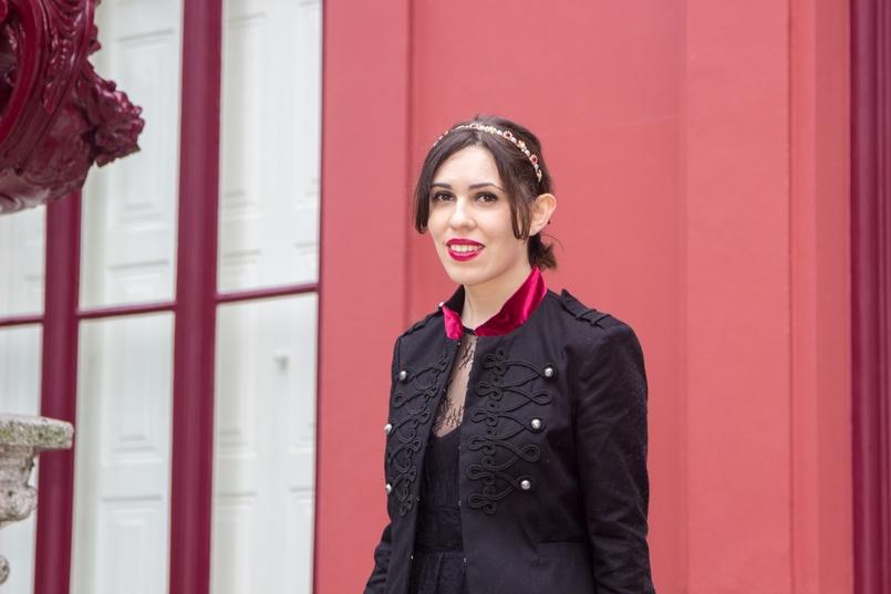 Le Fashionaire Veludo Carmim jardim botanico porto casaco militar preto veludo vermelho stradivarius tiara cristais dourada vermelha 7265 PT 805x537