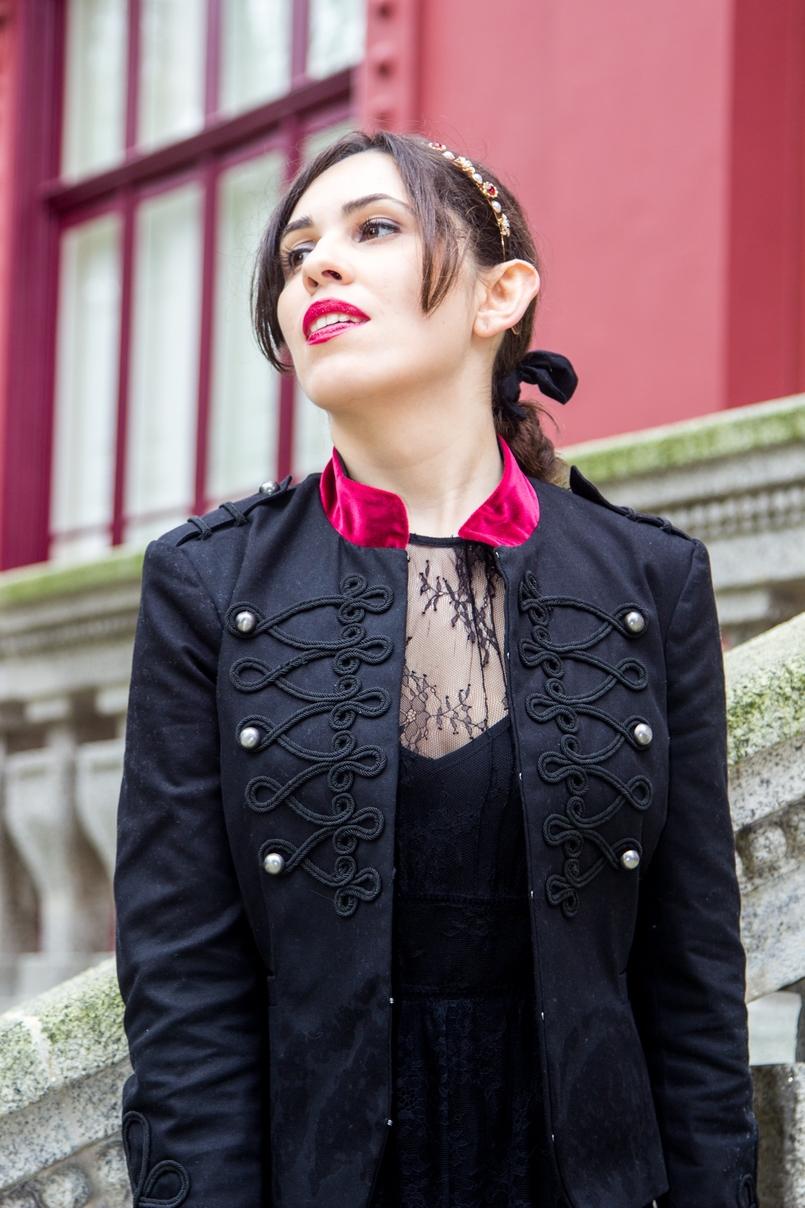 Le Fashionaire Veludo Carmim jardim botanico porto casaco militar preto veludo vermelho stradivarius tiara cristais dourada vermelha 7294 PT 805x1208