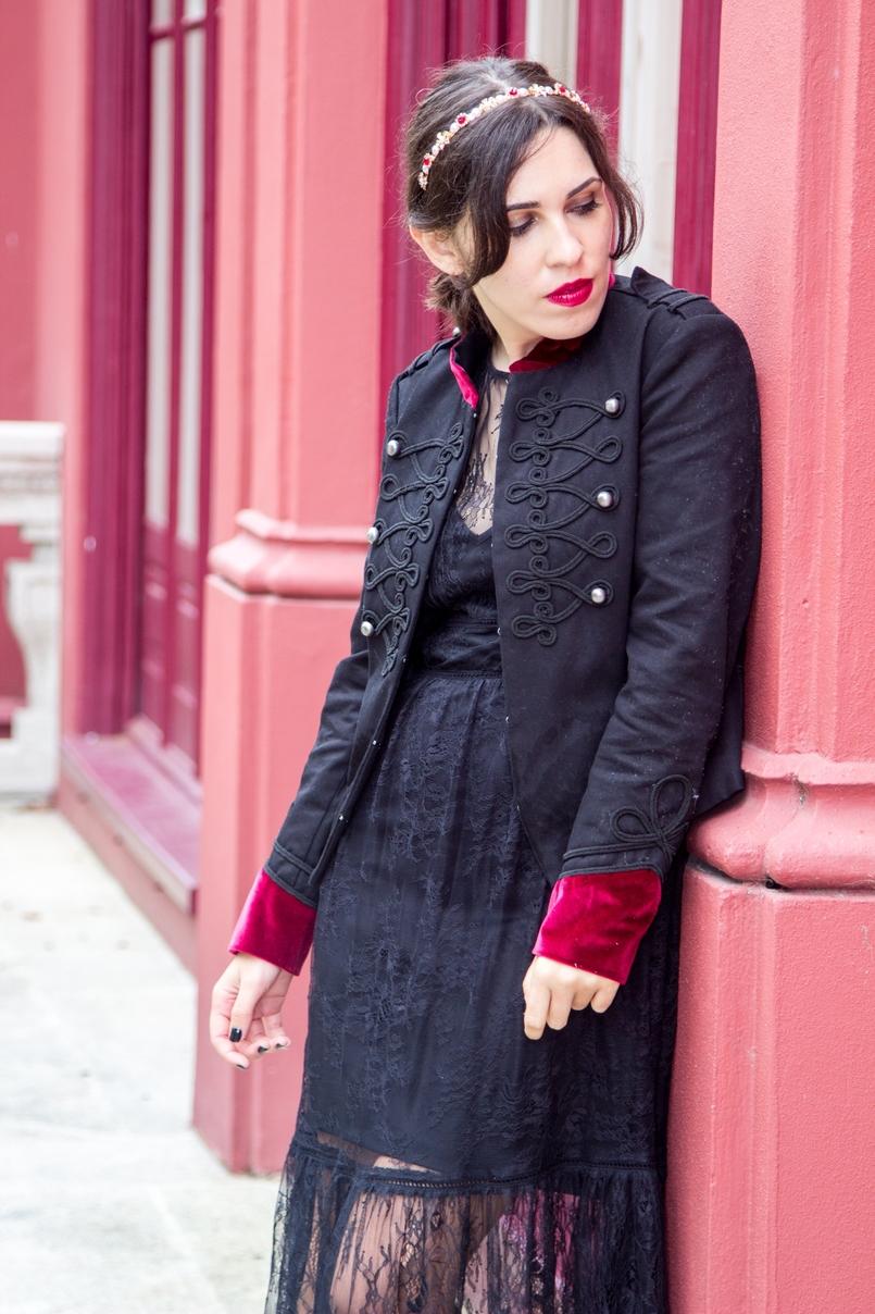 Le Fashionaire Veludo Carmim jardim botanico porto casaco militar preto veludo vermelho stradivarius vestido renda tiara cristais dourada vermelha 7298 PT 805x1208