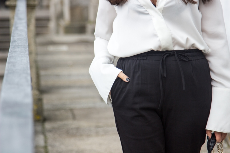 Le Fashionaire Effortless Chic oporto se cathedral black zara comfy pants white silk zara shirt 7073 EN 805x537