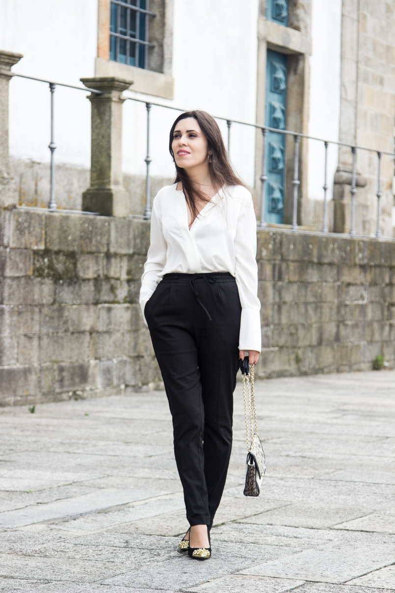 Le Fashionaire Effortless Chic oporto se cathedral black zara comfy pants white silk zara shirt zara black gold pointed heels 7025 EN 805x1208