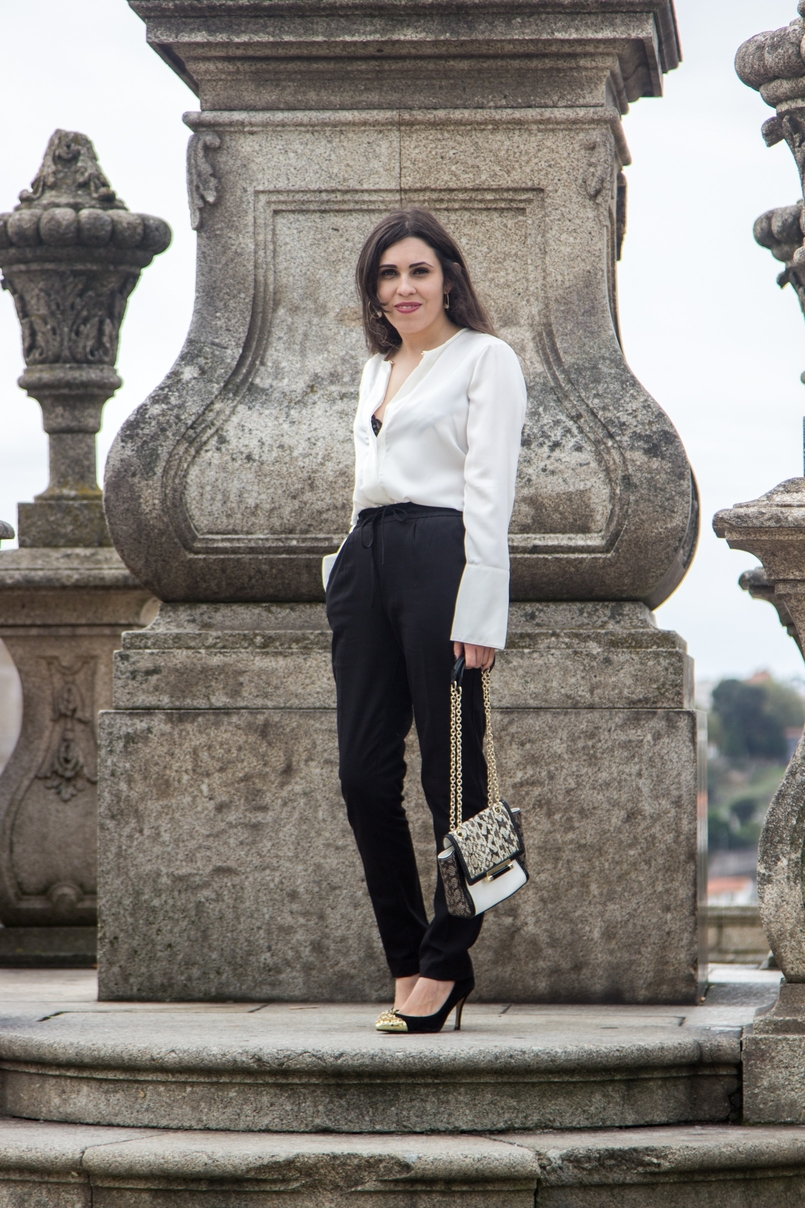 Le Fashionaire Effortless Chic oporto se cathedral black zara comfy pants white silk zara shirt zara black gold pointed heels 7109 EN 805x1208