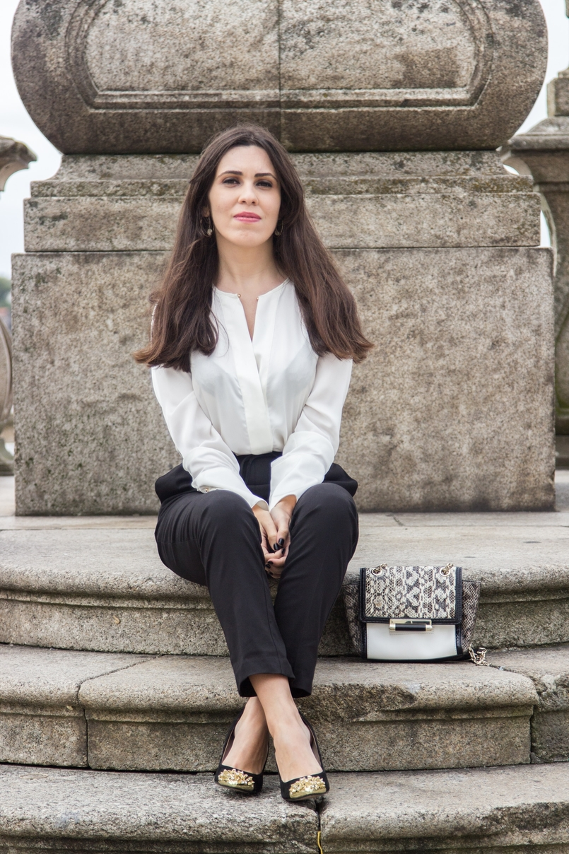 Le Fashionaire Effortless Chic oporto se cathedral black zara comfy pants white silk zara shirt zara black gold pointed heels 7126 EN 805x1208