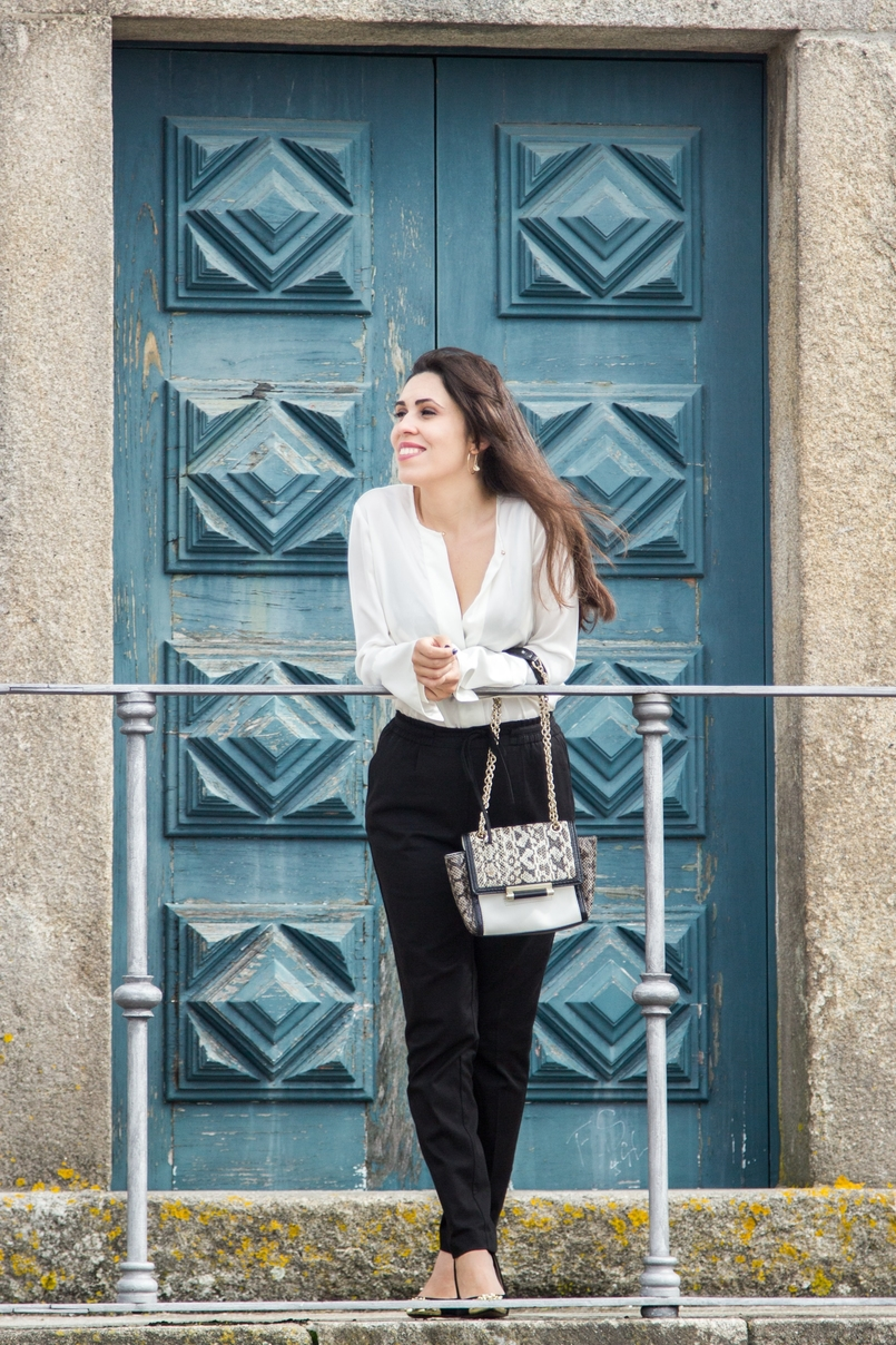 Le Fashionaire Effortless Chic oporto se cathedral black zara comfy pants white silk zara shirt zara gold pointed heels snake leather diane von furstenberg bag hoop earring hm 7080 EN 805x1208