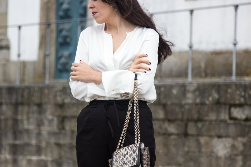 Le Fashionaire Effortless Chic oporto se cathedral white silk zara shirt white black snake leather diane von furstenberg bag hoop gold earring hm 7099 EN 805x537