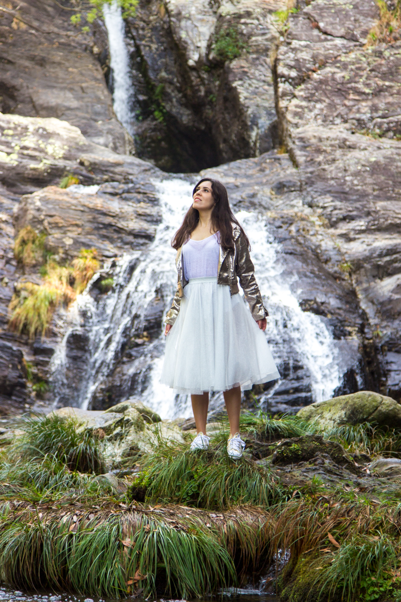 Le Fashionaire Fairy Forest pincho waterfall jacket metalic silver bomber top white tank stradivarius skirt sparkling white ballet zara skirt allstars converse metalic gold 6383 EN 805x1208