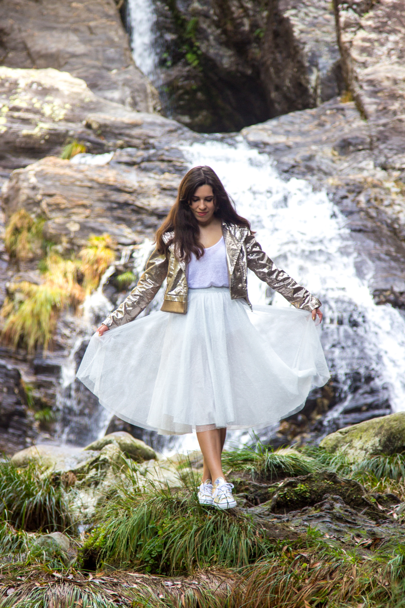 Le Fashionaire Fairy Forest pincho waterfall jacket metalic silver bomber top white tank stradivarius skirt sparkling white ballet zara skirt allstars converse metalic gold 6396 EN 805x1208