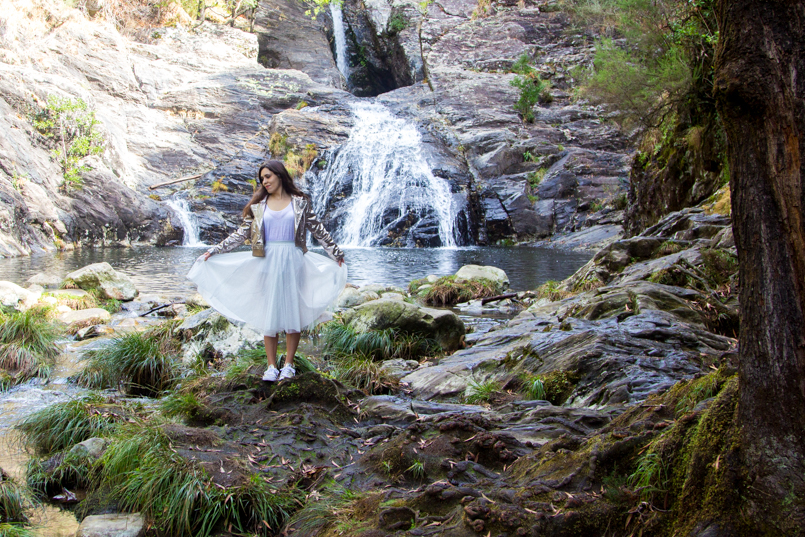 Le Fashionaire Fairy Forest pincho waterfall jacket metalic silver bomber top white tank stradivarius skirt sparkling white ballet zara skirt allstars converse metalic gold 6419 EN 805x537
