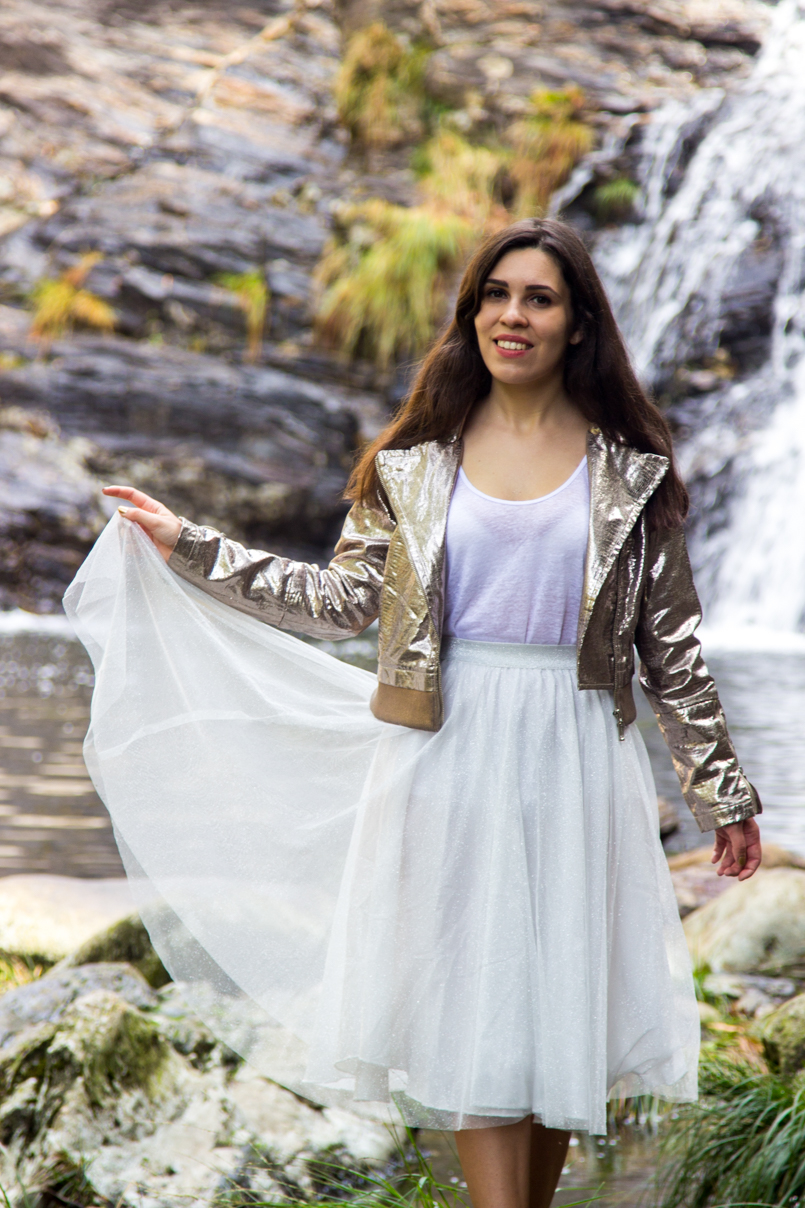 Le Fashionaire Fairy Forest pincho waterfall jacket metalic silver bomber top white tank stradivarius skirt sparkling white ballet zara skirt allstars converse metalic gold 6427 EN 805x1208
