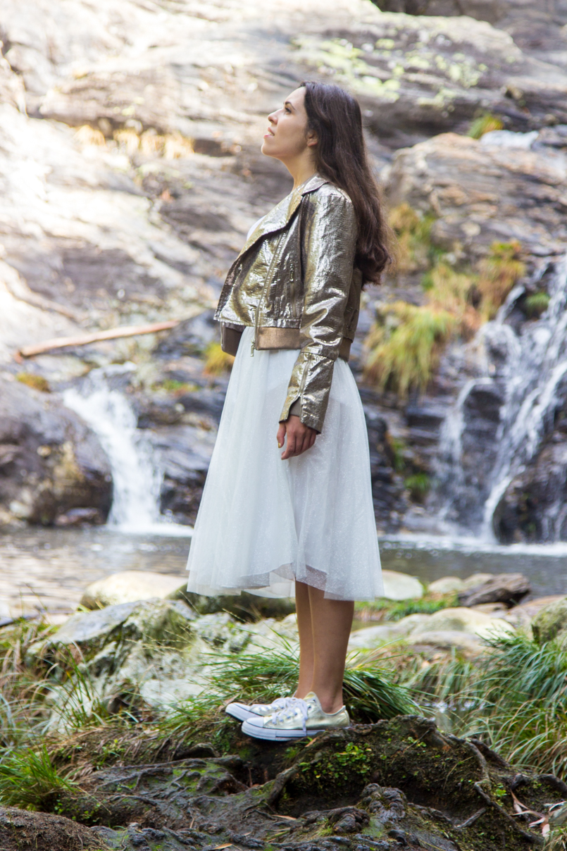 Le Fashionaire Fairy Forest pincho waterfall jacket metalic silver bomber top white tank stradivarius skirt sparkling white ballet zara skirt allstars converse metalic gold 6438 EN 805x1208