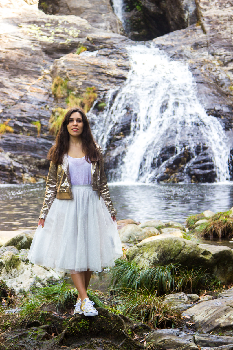 Le Fashionaire Fairy Forest pincho waterfall jacket metalic silver bomber top white tank stradivarius skirt sparkling white ballet zara skirt allstars converse metalic gold 6461 EN 805x1208