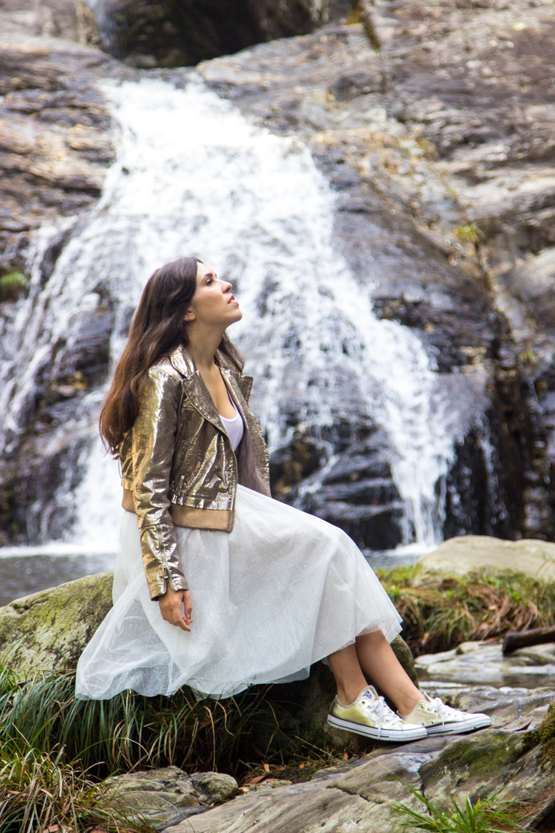 Le Fashionaire Fairy Forest pincho waterfall jacket metalic silver bomber top white tank stradivarius skirt sparkling white ballet zara skirt allstars converse metalic gold 6486 EN 805x1208