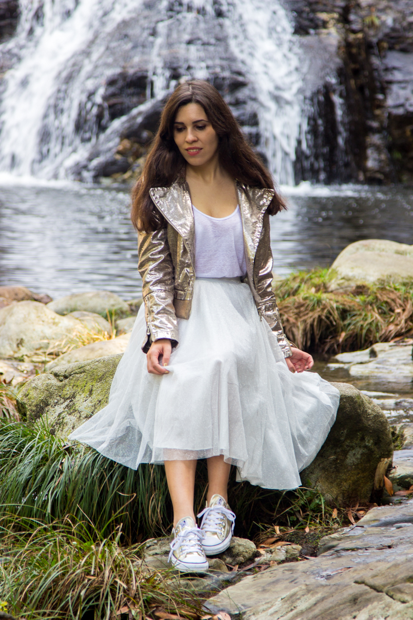 Le Fashionaire Fairy Forest pincho waterfall jacket metalic silver bomber top white tank stradivarius skirt sparkling white ballet zara skirt allstars converse metalic gold 6500 EN 805x1208