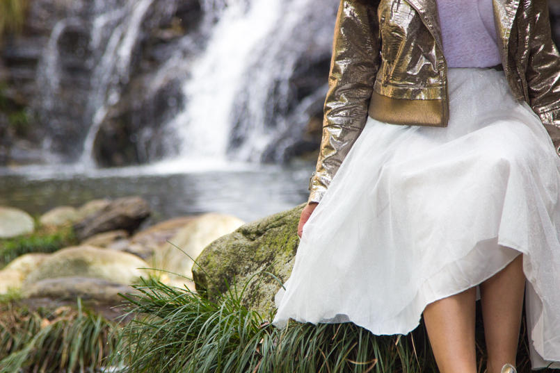 Le Fashionaire Fairy Forest pincho waterfall jacket metalic silver bomber top white tank stradivarius skirt sparkling white ballet zara skirt allstars converse metalic gold 6507 EN 805x537
