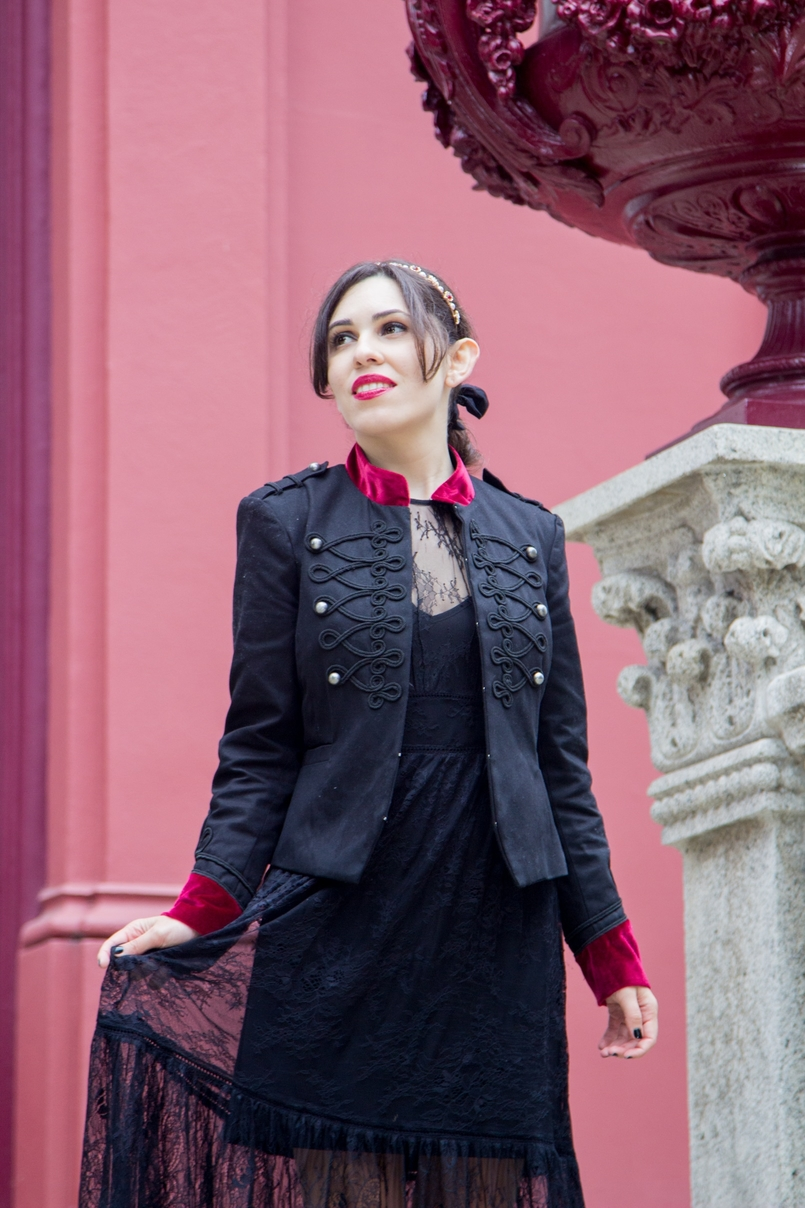 Le Fashionaire Steal the spotlight porto botanical garden military jacket black red velvet stradivarius lace long black dress 7356 EN 805x1208