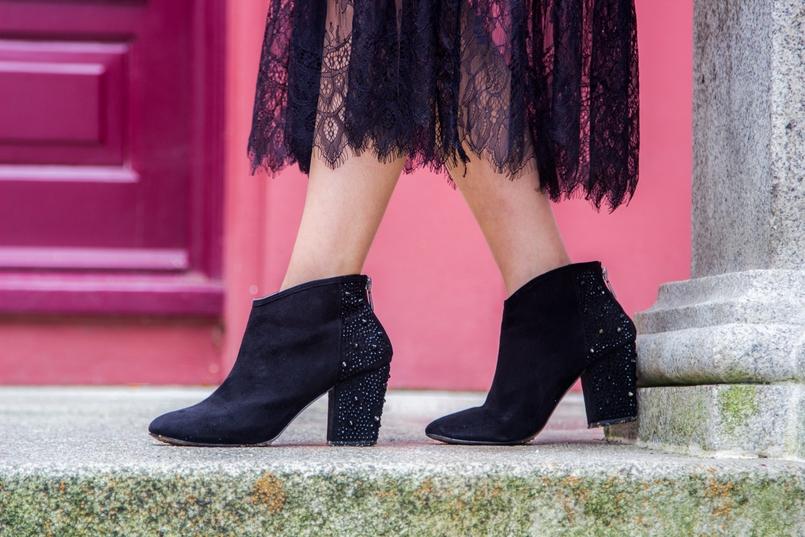 Le Fashionaire Steal the spotlight porto botanical garden zara black sparkling ankle boots lace long black dress stradivarius 7252 EN 805x537