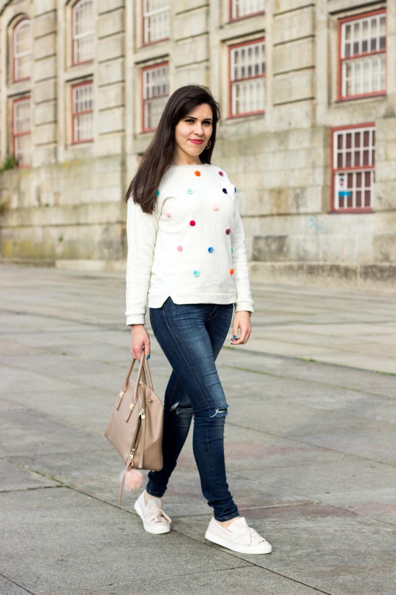 Le Fashionaire Pom Pom porto cpf centro portugues fotografia pompom accessorie hm faux fur pale pink jeans zara denim ripped plimsolls stradivarius bow pale pink 8757 EN 805x1208
