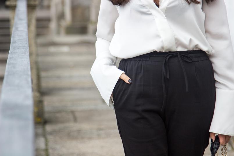 Le Fashionaire Preto no Branco porto se catedral calcas pretas zara camisa seda branca pormenores dourados zara 7073 PT 805x537