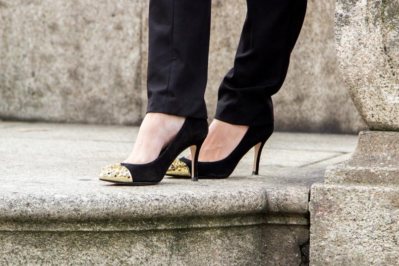 Le Fashionaire Preto no Branco porto se catedral calcas pretas zara camisa seda branca pormenores dourados zara sapatos pretos ponta metalica dourada zara 7115 PT 805x537