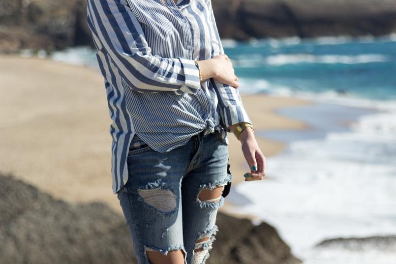 Le Fashionaire Viva la vida portugal guincho beach inspiration blogger sea asos striped blue torn pants 8053 EN 805x537