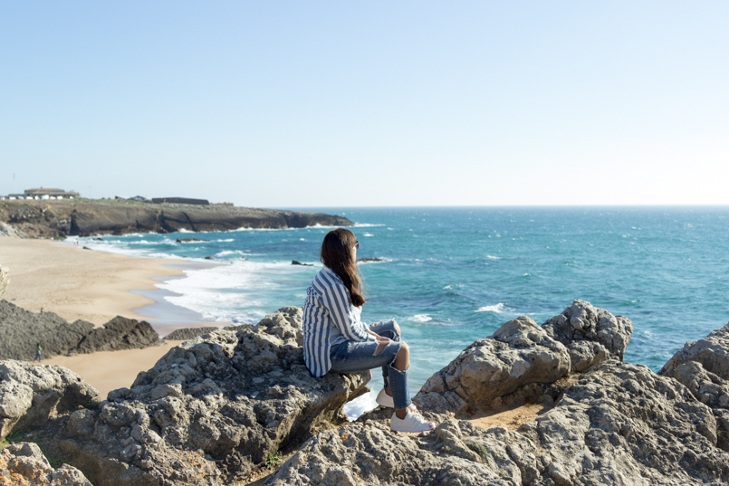 Le Fashionaire Viva la vida portugal guincho beach inspiration blogger sea asos striped blue torn pants superstar adidas landscape rocks 8069 EN 805x537
