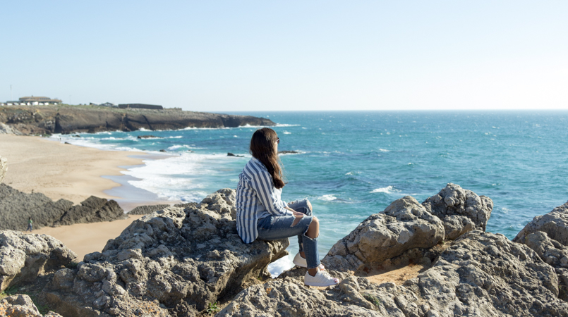 Le Fashionaire Viva la vida portugal guincho beach inspiration blogger sea asos striped blue torn ripped pants superstar adidas 8069 FEATURED EN 805x450