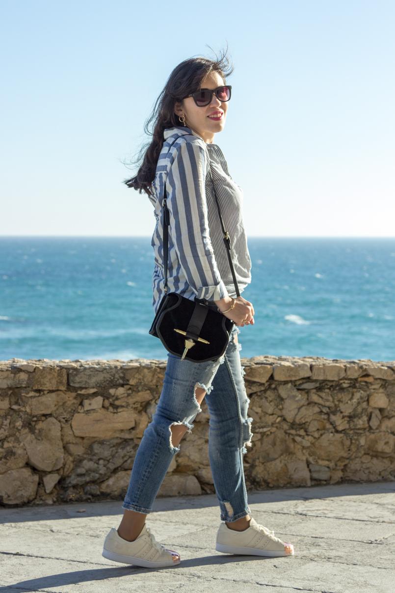 Le Fashionaire Viva la vida portugal guincho praia inspiracao blogueira mar asos riscas azul rasgadas calcas superstar adidas mala zara oculos marc jacobs brincos hm 8187 PT 805x1208