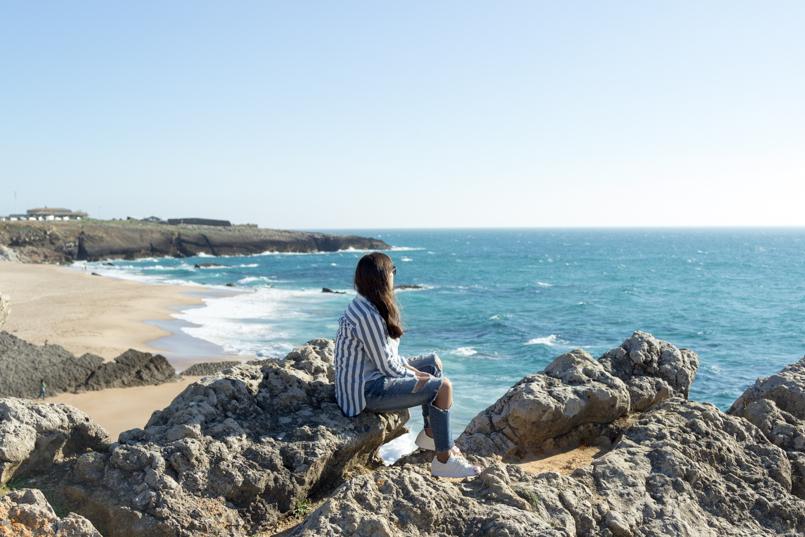 Le Fashionaire Viva la vida portugal guincho praia inspiracao blogueira mar asos riscas azul rasgadas calcas superstar adidas paisagem rochedos 8069 PT 805x537